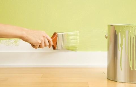 Покраска стен акриловыми эмульсиями